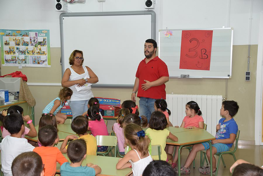 voluntariado-con-discapacidad-en-talleres-infantiles-prode