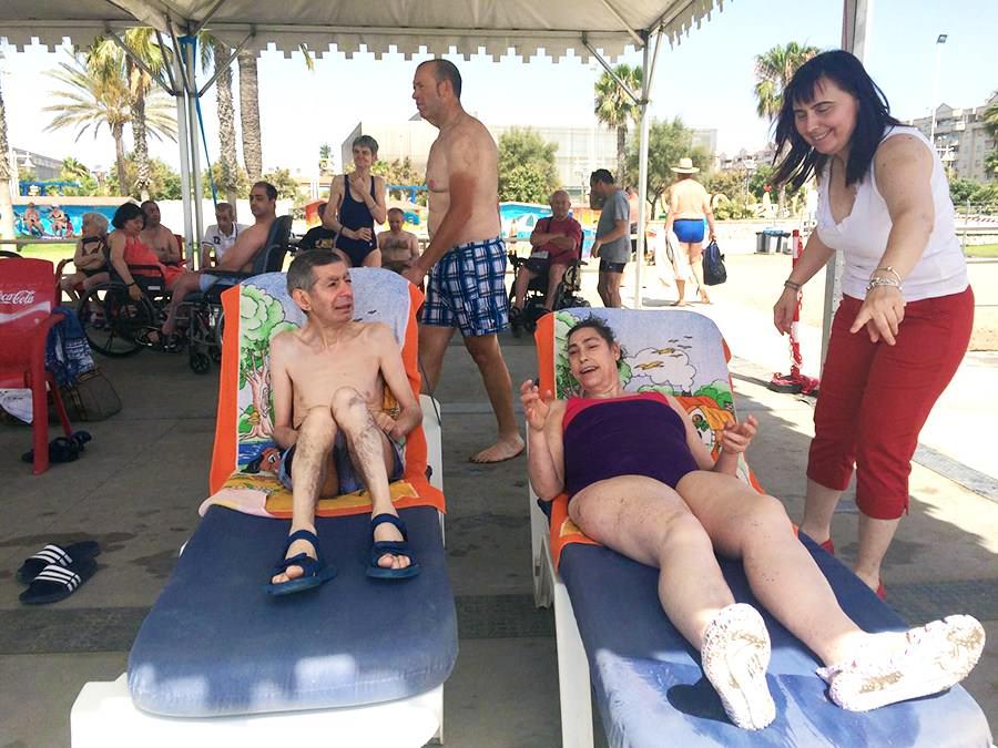 usuarios-tumbonas-vacaciones-misericordia