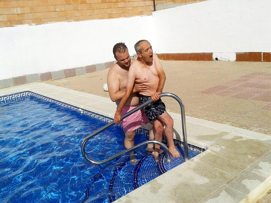 voluntariado-en-piscina-para-personas-con-discapacidad-prode